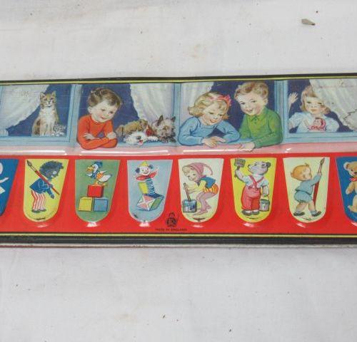 Palette de gouaches pour enfants. Dans une boîte en tôle lithographiée. Circa 19…