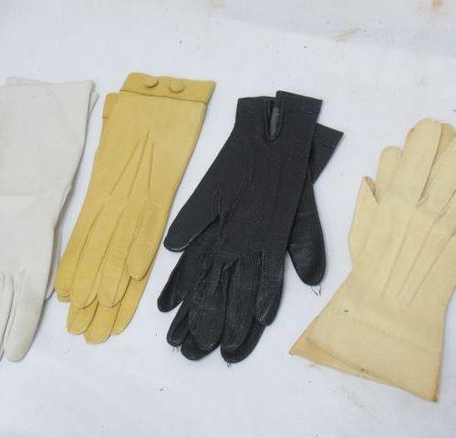 NEYRET paire de gants blanc pour dame. Taille 6,5. On y joint 2 paires de gants …