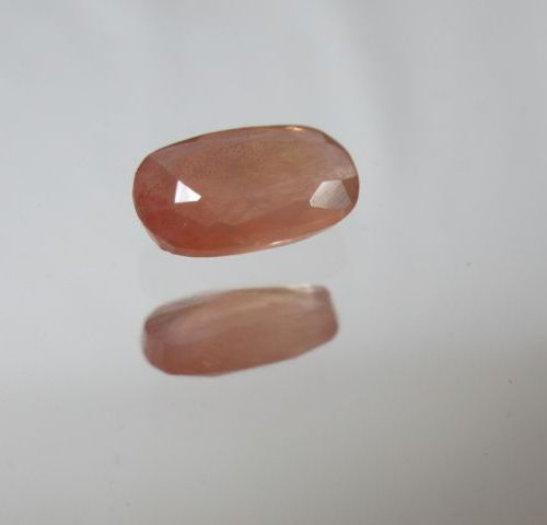 Saphir orange, 1,96 carats. Avec son certificat.