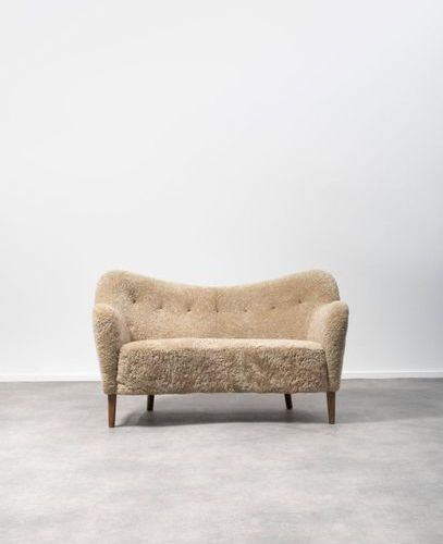 FINN JUHL (1912 1989) ATTRIBUÉ À BO 46 Sofa Upholstered sheep's wool, leather bu…