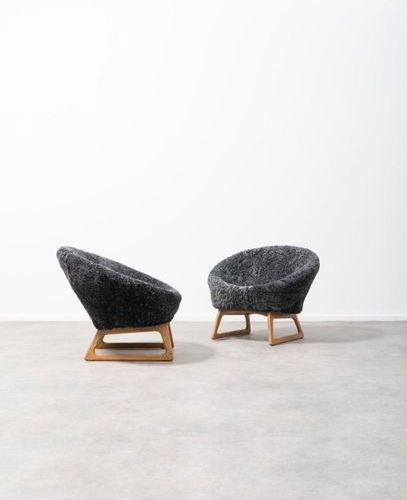 KURT ØSTERVIG (1912 1986) Armchairs 57A Pair of armchairs Sheep's wool and oak. …