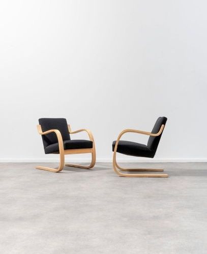 Alvar Aalto (1898 1976) n°34/402 Pair of armchairs Birch curved plywood and fabr…