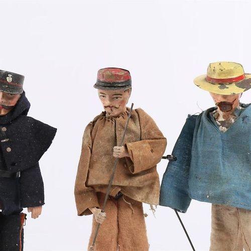 F.M BREVET S.G.D.G FRANCE Gendarme mécanique en tôle peinte, habit en feutre, sy…