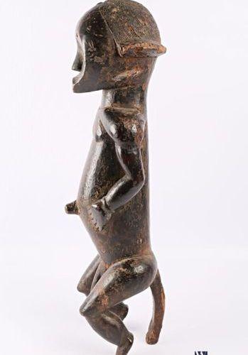 FANG GABON Statue d'ancêtre, gardien de reliquaire en bois sculpté patiné en pos…
