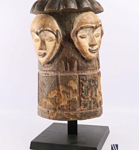 FANG GABON Masque de type Ngontang uniface en bois polychrome sculpté (fentes) H…