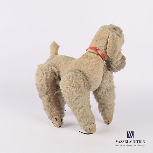 Cuddly toy featuring a poodle Early 20th century (wear and tear) Top. 28 cm Widt…