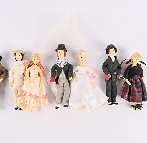 Lot of nine foam figurines of the Lovers after Raymond Peynet including five mal…