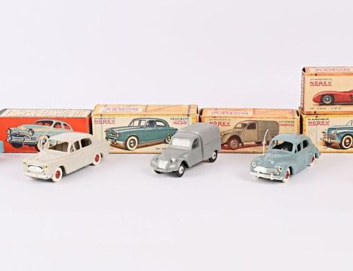 NOREV Lot de cinq véhicules échelle 1/43 en plastique : Simca 9 Aronde Mercedes …