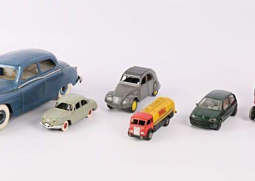 Lot comprenant sept véhicules miniatures de différentes marques tels que : Gégé …