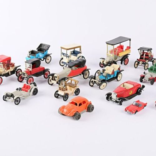 MINIALUXE and MISCELLANEOUS Lot comprising eighteen plastic vehicles including P…