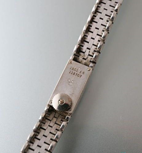Piaget circa 1970, ladies' wristwatch in 750 thousandths white gold, supple guil…