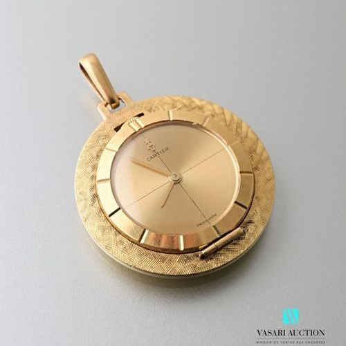 Pendant watch in 750 thousandths yellow gold, the champagne dial, the rim and th…
