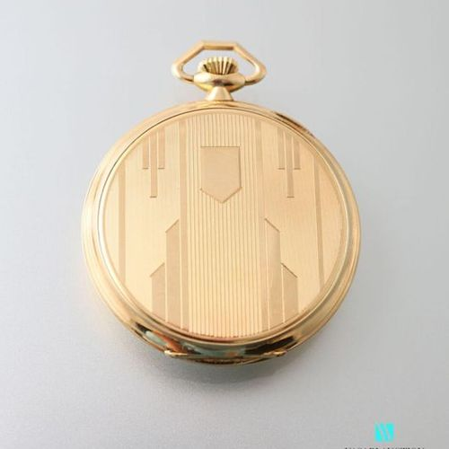Art Deco pocket watch in yellow gold, back with geometric guilloché decoration, …