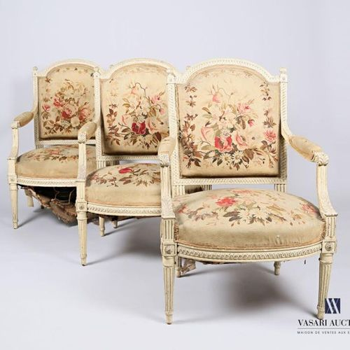Beige lacquered, carved, moulded and sculpted natural wood living room furniture…