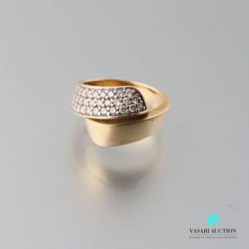 750 thousandths yellow gold cross ring, paved on one side with 33 brilliants of …