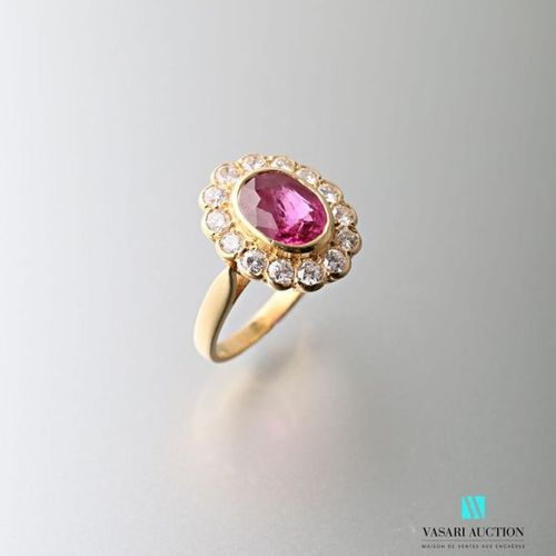 Pompadour ring in 750 thousandths yellow gold set with a central ruby surrounded…