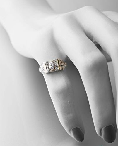 Art Deco ring in platinum 950 thousandths set with diamonds in geometric pattern…