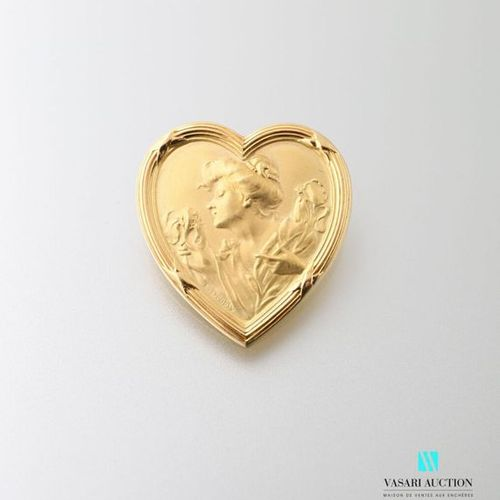 1900 brooch in yellow gold 750 thousandths decorated with a woman and iris in a …