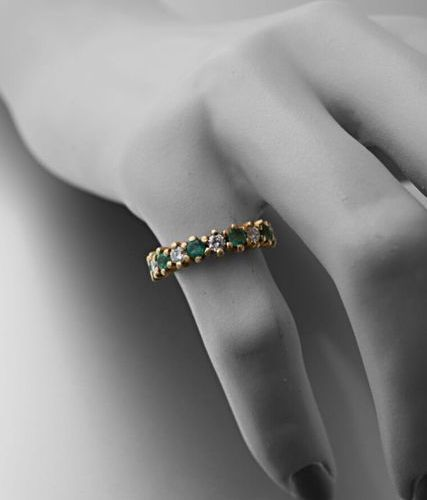 Half ring in 750 thousandths yellow gold set with six round emeralds alternating…