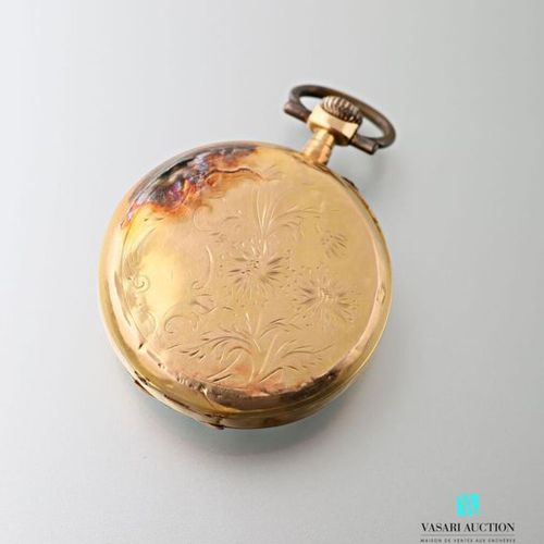 Pocket watch in 750 thousandths yellow gold, chiselled back with floral and vege…