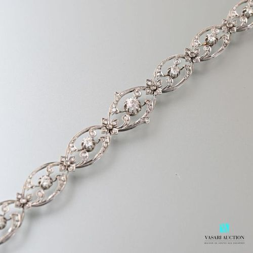 Flexible Belle époque bracelet in 750 thousandths white gold, nine animated shut…