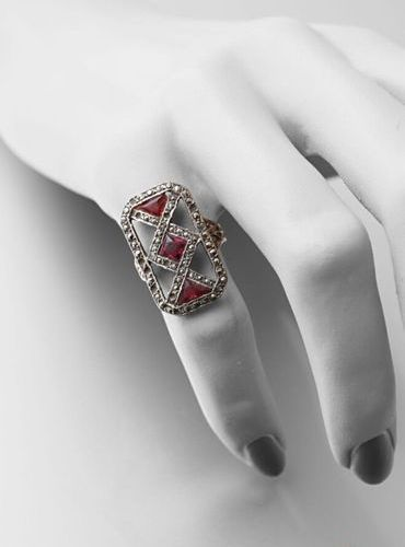 Ring XIXth century in gold 750 and silver 950 thousandths, square pattern with c…