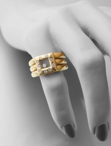 "Chopard, 750 thousandths yellow gold ""Happy diamond"" ring, three rings holding a…"