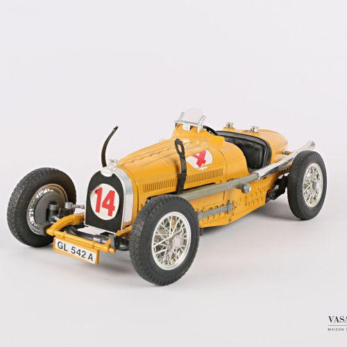 BURAGO (Italy)  1/18 Bugatti type 59 car (1934)  (state of use, accident)