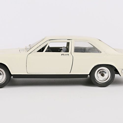 BURAGO (Italy)  1/22 Roll Royce Camargue car  (state of use)  It comes with a ra…