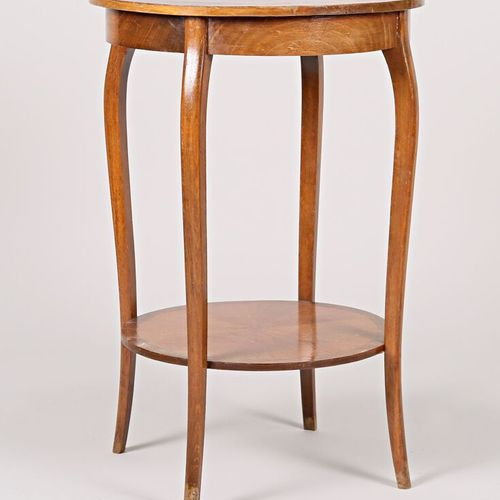 Pedestal table in natural wood and veneer, the round table top with radiating de…