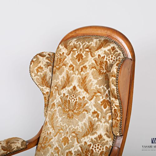Voltaire armchair with moulded natural wood ears, armrests with cuffs, it rests …