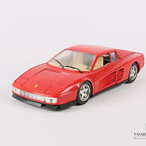 BURAGO (Italy)  Car 1/18 Ferrari Testarossa (1984)  (state of use)