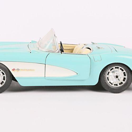 BURAGO (Italy)  1/18 Chevrolet Corvette car (1957)  (state of use)