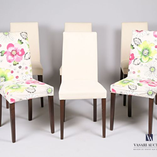 A suite of six chairs in wood and fabric, with straight backs, resting on four s…
