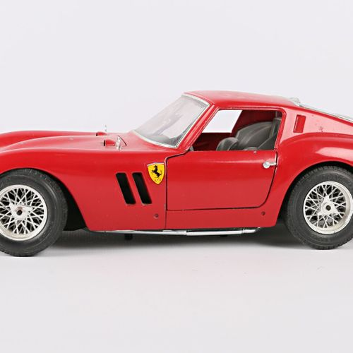 BURAGO (Italy)  1/18 Ferrari GTO car (1962)  (state of use, tiny paint chips)