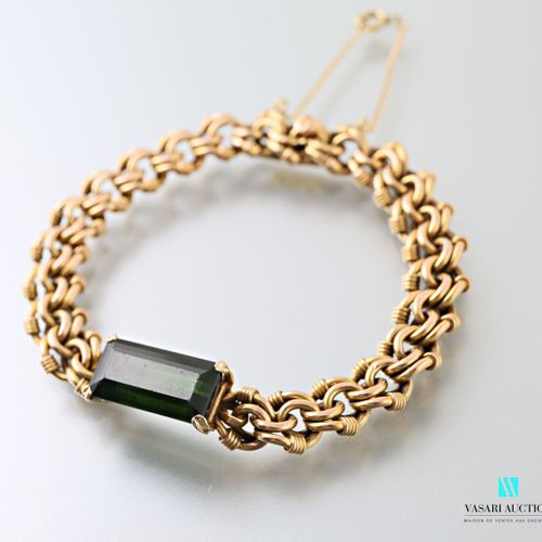 750 yellow gold double link bracelet, the center adorned with a green tourmaline…