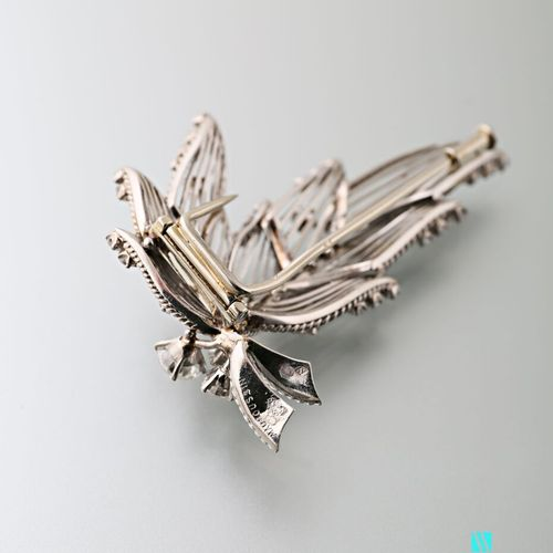 Mauboussin, brooch in 750 thousandths white gold and 850 thousandths platinum in…