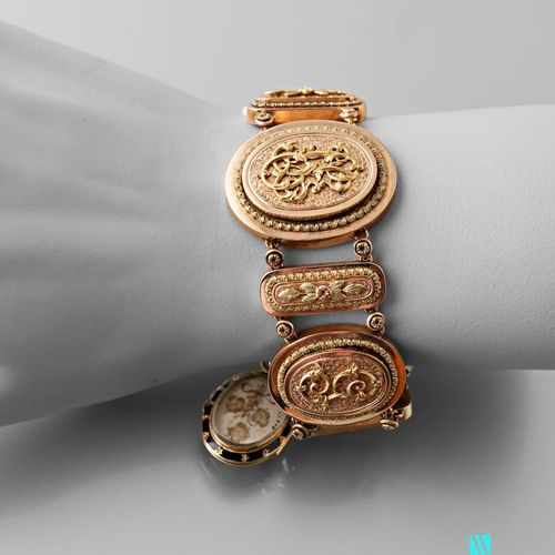 Supple 19th century bracelet in 750 thousandths three tone gold, oval mesh figur…