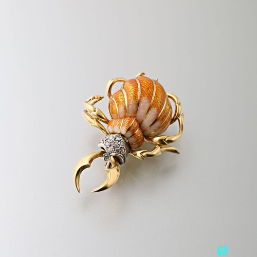 Beetle brooch in 750 thousandths yellow gold, the body enamelled pink and orange…