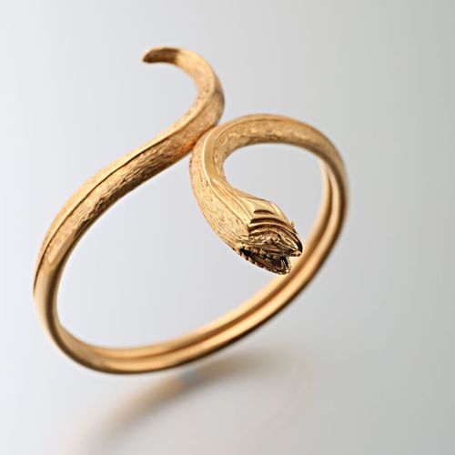 Open snake bracelet in smooth and guilloché 750 yellow gold  Gross weight : 27,6…
