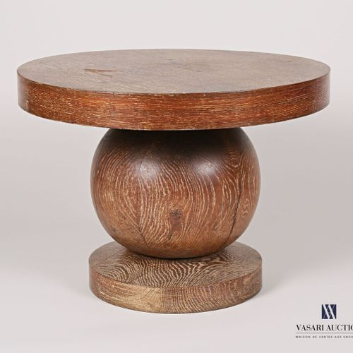 Pedestal table in natural wood and veneer, the round top rests on a spherical sh…