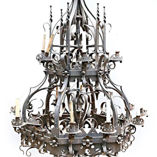 Very important wrought iron chandelier with eighteen lights arranged on two hexa…