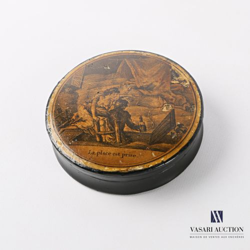 Boiled cardboard box of round shape, the lid is decorated with an engraving show…