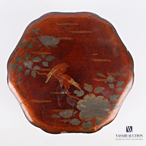Round box with a moving edge made of boiled lacquered cardboard with polychrome …
