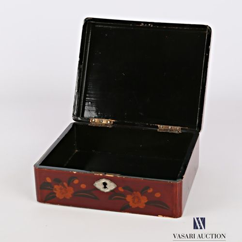 Rectangular box in boiled lacquered cardboard with polychrome decoration and gol…