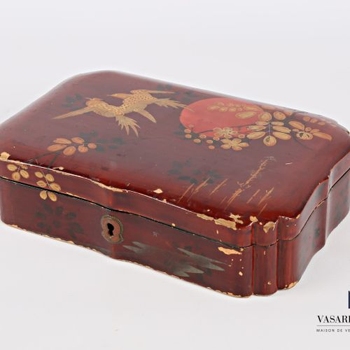 Rectangular box made of boiled lacquered cardboard with polychrome decoration of…