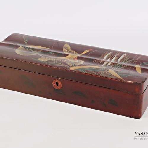 Rectangular glove box made of boiled lacquered cardboard with polychrome decorat…