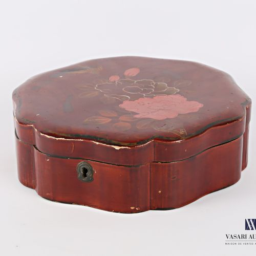 Lacquered boiled cardboard box with an animated shape with polychrome decoration…