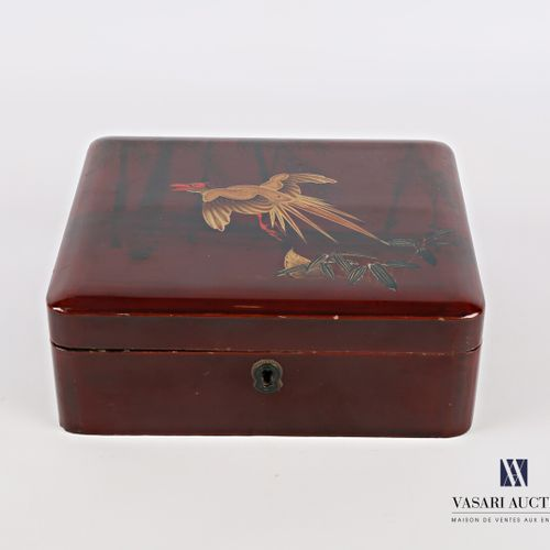 Rectangular box made of boiled lacquered cardboard with polychrome decoration an…