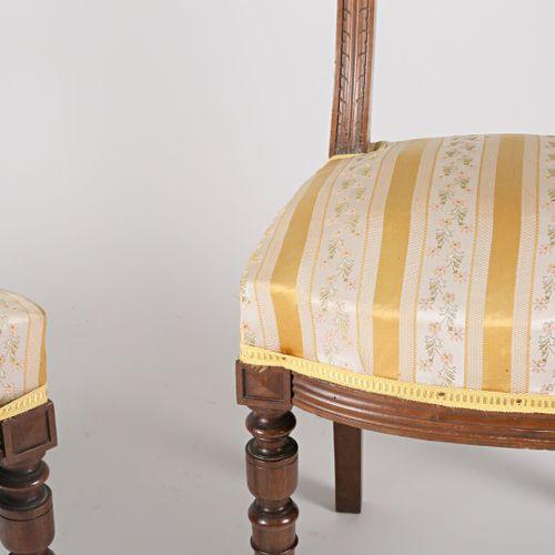 Paire de chaises en bois naturel, les dossiers présentent deux baguettes en chap…